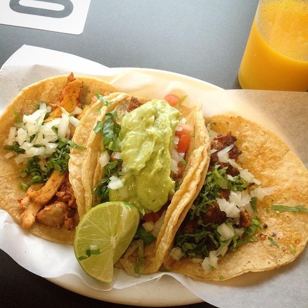 pollo-con-chipotle-taco