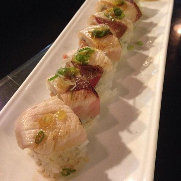 seared-hamachi-maki