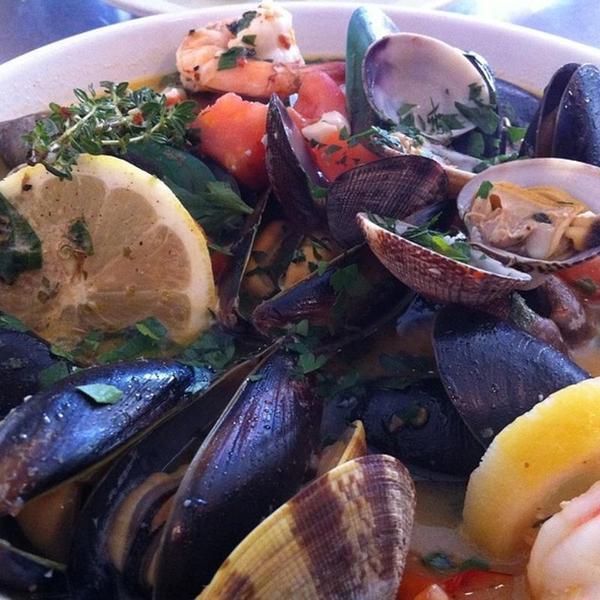steamed-shellfish-combination