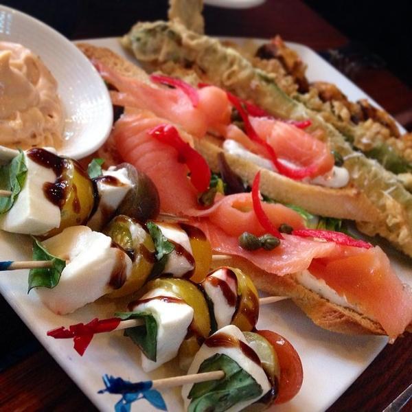 smoked-salmon-crostini