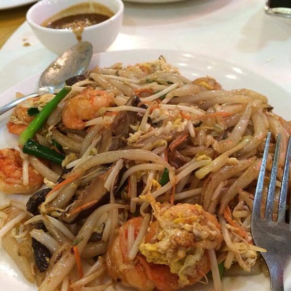 Banh Lot Xao Tom Pho Xe Lua Viet Thai Restaurant View