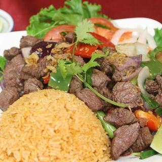cube-beef-(shaking-beef)-over-steamed-rice