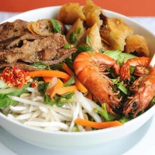 grilled-shrimps,-chicken-&-egg-roll-over-vermicelli