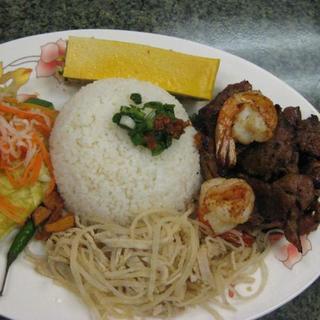 grilled-pork-/-beef/-chicken-or-shrimp-over-steamed-rice