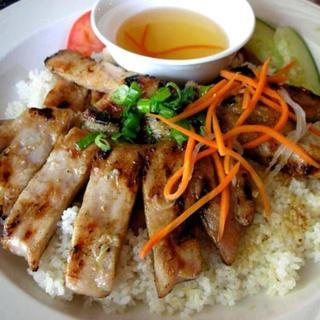 grilled-shrimp-and-pork-over-steamed-rice