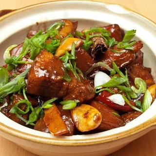 zhenjiang-style-saulted-pork-leg-in-clay-pot