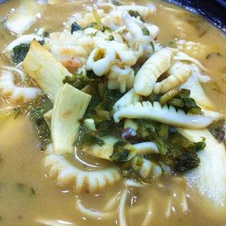 preserved-vegetable-squid-noodle-soup