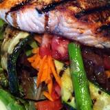 grilled-salmon-salad