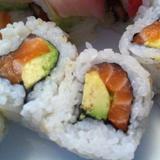 6pcs-salmon-&-avocado-roll