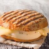 egg-&-cheese-bagel-breakfast-sandwich