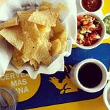 complimentary-chips-and-salsa
